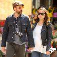 Olivia Wilde, enceinte, se balade avec son fiancé Jason Sudeikis, main dans la main, dans les rues de New York, le 19 avril 2014.