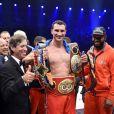 Vladimir Klitschko a conservé ses ceintures WBA-IBF-WBO des poids lourds en battant Alex Leapai par K.O à la cinquième reprise le 26 avril 2014 à Oberhausen