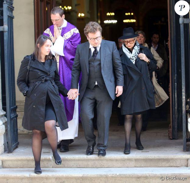 Le fils de Michel Lang, Franz-Rudolf Lang, avec son épouse Agathe enceinte, Monica Lang-Scheers (veuve de Michel Lang) lors des obsèques du réalisateur Michel Lang en l'église Notre-Dame de Grâce de Passy à Paris le 29 avril 2014