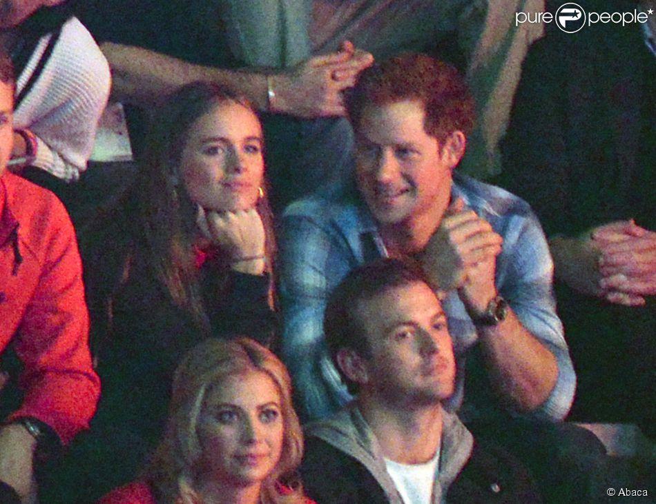 Cressida Bonas et le prince Harry dans les tribunes de Wembley le 7 mars 2014 pour le We Day. Ils se sont séparés en avril 2014 après un peu moins de deux ans de relation.