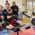 Le prince Harry en visite aux blessés de guerre s'entraînant pour les Invictus Games, le 29 avril 2014, à la Tedworth House.