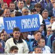 Des banderoles dans les travées du Vélodrome en 2001 pour le retour de Bernard Tapie de l'OM.