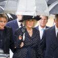 Camilla Parker Bowles, duchesse de Cornouailles, entre sa fille Laura Lopes et son mari le prince Charles aux obsèques de son frère Mark Shand à Stourpaine dans le Dorset (Angleterre) le 1er mai 2014. Fervent amoureux de la nature et des éléphants, fondateur de The Elephant Family, Mark Shand est mort à 62 ans le 23 avril 2014, victime d'une mauvaise chute à New York.
