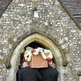 Obsèques de Mark Shand, frère de la duchesse de Cornouailles Camilla Parker Bowles, à Stourpaine dans le Dorset (Angleterre) le 1er mai 2014. Fervent amoureux de la nature et des éléphants, fondateur de The Elephant Family, Mark Shand est mort à 62 ans le 23 avril 2014, victime d'une mauvaise chute à New York. Son cercueil était en osier, biodégradable...