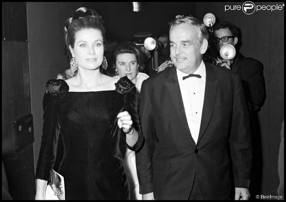 Le prince Rainier de Monaco et Grace, lors de l'avant-première du film Grand Prix à Paris en 1967