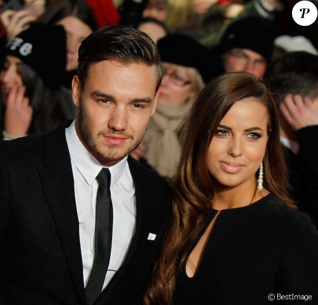"""Liam Payne et sa petite amie Sophia Smith - Premiere du film """"The Class of 92"""" un documentaire retracant l'ascension de la """"classe 1992"""" qui a permis a Manchester United de renouer avec son glorieux passé, a Londres, le 1er decembre 2013."""