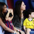 Antonella Roccuzzo, compagne de Lionel Messi, est venu l'applaudir avec leur fils Thiago au Camp Nou à Barcelone en Espagne le 3 mai 2014, jour de la fête des Mères, pour son match contre Getafe.