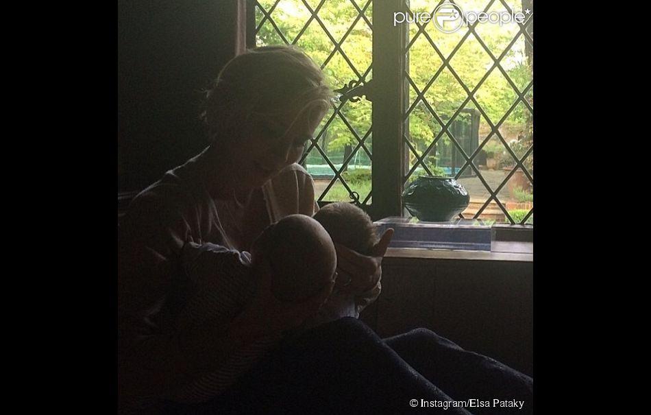 Elsa Pataky poste des photos de famille sur Instagram : 4 mai, elle célèbre la fête des mères en Espagne et dévoile une tendre photo avec ses jumeaux