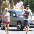 Chris Hemsworth avec sa fille India et leur fille India à Malibu, le 10 avril 2014