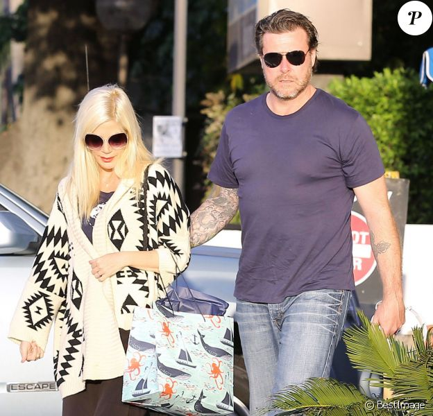 Exclusif - Tori Spelling et son mari Dean McDermott sont allés dîner au restaurant Katsu-Ya à Encino pour leur anniversaire de mariage. Le 7 mai 2014.