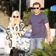 Exclusif - Tori Spelling et son mari Dean McDermott sont allés au restaurant pour leur anniversaire de mariage. Le 7 mai 2014.