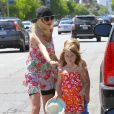 Tori Spelling et ses enfants Stella et Liam dans les rues de Encino, le 11 mai 2014.