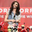 Conchita Wurst, qui a remporté le concours de l'Eurovision 2014, lors d'une conférence de presse à Vienne, le 11 mai 2014.