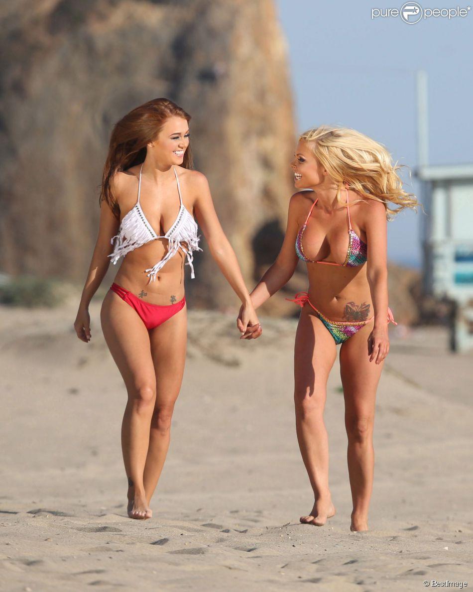 Leanna Decker et Jesse Jane, souriantes sur une plage de Malibu. Le 7 mai 2014.