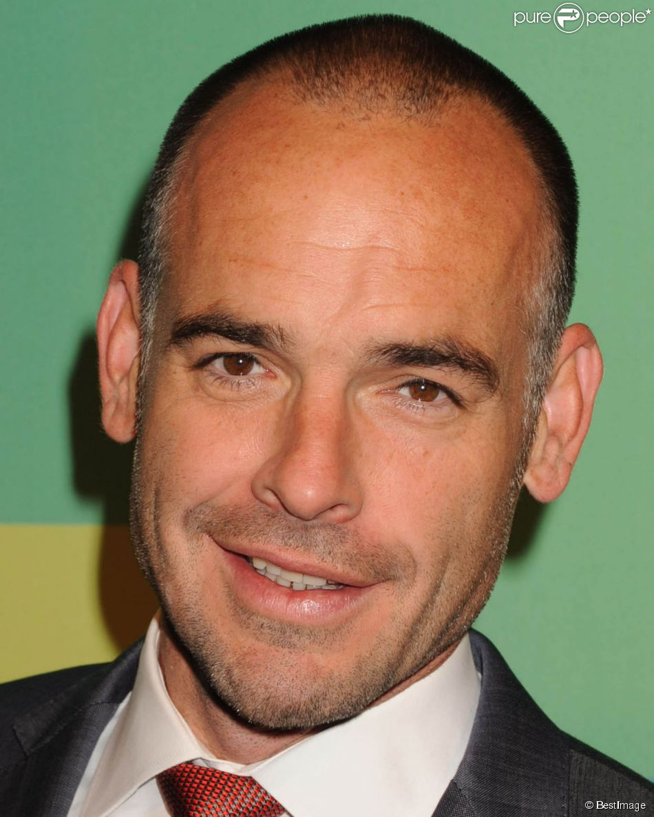 Paul Blackthorne à la soirée CW Network's 2014 Upfront à New York, le 15 mai 2014. - 1471669-paul-blackthorne-people-a-la-soiree-950x0-1