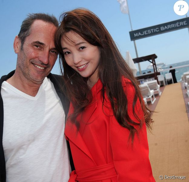 Exclusif - Le réalisateur Pitof, l'actrice chinoise Jin Shan - Déjeuner sur la plage du Majestic organisé par AlloCiné/Pure People et le groupe Lucien Barrière en partenariat avec des acteurs et des réalisateurs du monde du cinéma à l'occasion du 67e festival du film de Cannes à Cannes le 15 mai 2014.