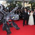 America Ferrera a été assaillie lors de la montée des marches pour Dragons 2 au Festival de Cannes le 16 mai 2014