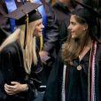 Elin Nordegren lors de la remise des diplômes du Rollins College à Winter Park en Floride, le 10 mai 2014 devant son père et ses enfants  Sam Alexis et son petit garçon Charlie Axcel