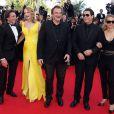 "Lawrence Bender, Uma Thurman, Quentin Tarantino, John Travolta et sa femme Kelly Preston - Montée des marches du film ""Sils Maria"" lors du 67e Festival du film de Cannes le 23 mai 2014."