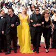 """Quentin Tarantino, Uma Thurman, John Travolta, Kelly Preston et Lawrence Bender pour les 20 ans de Pulp Fiction à la montée des marches du film """"Sils Maria"""" lors du 67e Festival du film de Cannes le 23 mai 2014."""