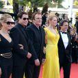 Quentin Tarantino, Uma Thurman, John Travolta, Kelly Preston et Lawrence Bender à la montée des marches pour fêter les 20 ans de Pulp Fiction lors du 67e Festival du film de Cannes le 23 mai 2014.