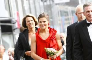 PHOTOS : La princesse Victoria de Suède... rouge de plaisir avec Pink Floyd !