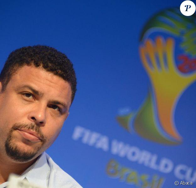 Ronaldo, ambassadeur de la coupe du monde au Brésil, lors d'une conférence de presse à Costa do Sauipe, le 5 décembre 2013