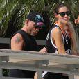 Eros Ramazzotti avec sa petite amie Marica Pellegrinelli et leur fille Raffaela en vacances à Miami. Le 25 octobre 2013.