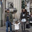 Exclusif - Eros Ramazzotti, sa compagne Marica Pellegrinelli et leur fille Raffaela Maria de passage à Bruxelles en Belgique, pour deux concerts. Le 18 avril 2013.