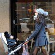 Eros Ramazzotti, sa compagne Marica Pellegrinelli et leur fille Raffaela se promènent à Milan en Italie, le 12 février 2014.