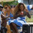 Serena Williams et Caroline Wozniacki profitent du beau temps sur une plage à Miami, le 31 mai 2014.