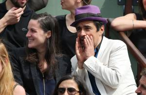 Roland-Garros : Ariel Wizman et Osnath, jeunes parents, roucoulent en tribune