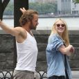 Dakota Fanning et Peter Sarsgaard sur le tournage de Very Good Girls à New York en juillet 2012.