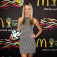 Katrina Bowden assiste à la soirée FIFA World Cup McDonald's, célébrant la sortie du nouveau design de l'emballage des frites et du jeu Peel Play Ole. New York, le 5 juin 2014.