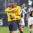 Freddie Ljungberg et Thierry Henry après le match de Ligue des champions entre la Juventus de Turin et Arsenal à Turin, le 5 avril 2006