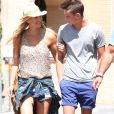 Bar Refaeli et son petit frère On à Beverly Hills, Los Angeles, le 9 juin 2014.