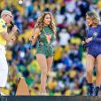 Jennifer Lopez lors de la cérémonie d'ouverture du Mondial 2014, au côté du rappeur Pitbull et de la chanteuse brésilienne, Claudia Leitte, à São Paulo le 12 juin 2014.