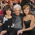 Guy Bedos entouré de ses filles Leslie et Victoria - Vivement Dimanche, en décembre 2011
