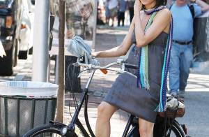 PHOTOS : La très belle Famke Janssen a un sacré coup de pédale !