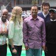 Tiger Woods entouré de DJ Spoony, Jodie Kidd, Vernon Kaye et Ian wright à Leicester Square à Londres, le 25 septembre 2006
