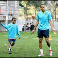 Kephren, le fils de Lilian Thuram, à l'entraînement du FC Barcelone, le 30 octobre 2007 à Barcelone avec Thierry Henry