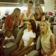 Ludivine Sagna entourée de Sandra Evra, Fiona Cabaye et Ludivine Debuchy, en vol pour le Brésil, image publiée sur Twitter le 22 juin 2014