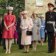 Garden party à Hillsborough Castle à Belfast durant laquelle la reine Elizabeth a planté un arbre. Le 24 juin 2014.