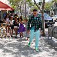 David Arquette avec sa fille Coco et ses amies pour l'anniversaire de cette dernière à Beverly Hills, le 12 juin 2014.