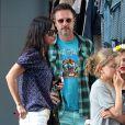 Courteney Cox et son ex-mari David Arquette se promènent avec des amies de leur fille à Hollywood, le 12 juin 2014.