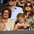 Mirka Federer avec ses filles Charlene et Myla, lors de la finale de son époux Roger Federer opposé à Novak Djokovic, le 6 juillet 2014 au All England Lawn Tennis and Croquet Club de Wimbledon