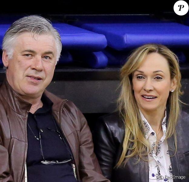 Carlo Ancelotti et sa compagne Mariann lors de la 10e édition du Trophée Gol de Letra au stade Marcel Cerdan de Levallois-Perret, le 7 avril 2013.