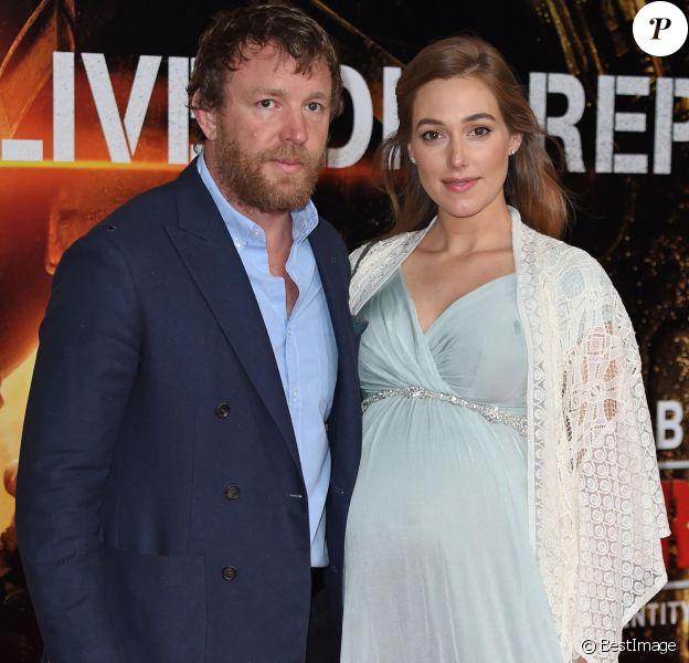 """Guy Ritchie et sa compagne Jacqui Ainsley - Première mondiale du film """"Edge of Tomorrow"""" au BFI Imax à Londres. Le 28 mai 2014"""