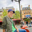 Lorie pose dans les décors de la nouvelle attraction de Disneyland Paris, Ratatouille : L'Aventure Totalement Toquée de Rémy. Elle était présente dans le parc les 4 et 5 juillet 2014.