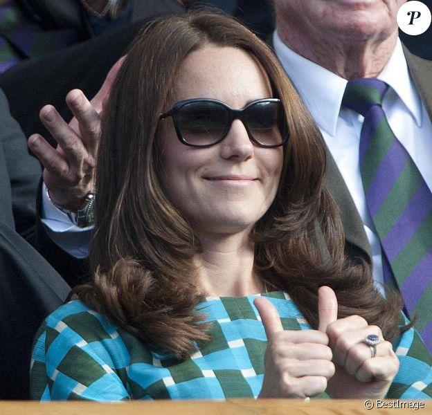 Bien joué, Jessica ! Le 15 juillet 2014, une soi-disant amie de Kate Middleton (vue ici lors de la finale de Wimbledon le 6 juillet à Londres) a affirmé que la duchesse de Cambridge était enceinte de son second enfant. Le problème : elle est un peu mytho, Jessica...